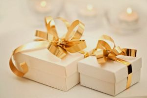 4 Creative Wedding Gift Ideas That Every Bride and Groom Wants